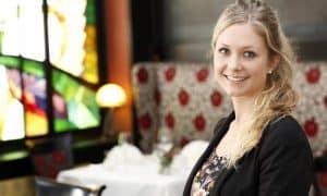 Amelie Kaefer ist Empfangsleiterin im Vier-Sterne-Superior-Hotel