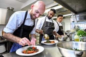 Das Integrations-Restaurant des Roten Kreuzes erhält 12 GaultMillau Punkte