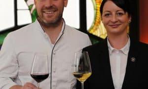 Weinfachfrau Kassandra Kuntzsch und Küchenchef Matthias Meurer vom Jugendstilhotel Bellevue. © hob