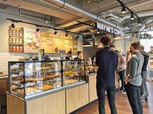 Schwedischer Kaffeegenuss jetzt auch in Wolfsburg: Wayne's Coffee eröffnet in der Markthalle