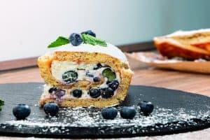 Saftige Kuchen mit Kartoffeln - Rezept für glutenfreie Kartoffel-Biskuitrolle mit Heidelbeercreme