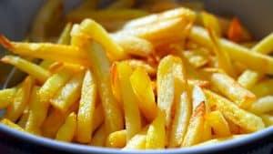 """Mehr als nur frittierte Kartoffelstücke – Tank & Rast feiert den offiziellen """"Tag der Pommes frites"""""""