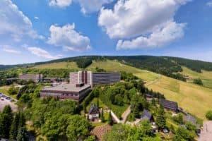 Außenansicht Ahorn-Hotel am Fichtelberg am Sommer