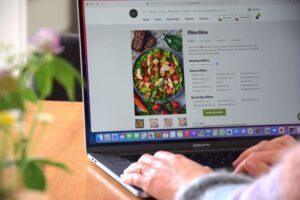 Pottsalat, ein Start-up aus Essen, veröffentlicht als erster Lieferdienst in Deutschland CO2-Fußabdruck und Wasserverbrauch seiner Produkte